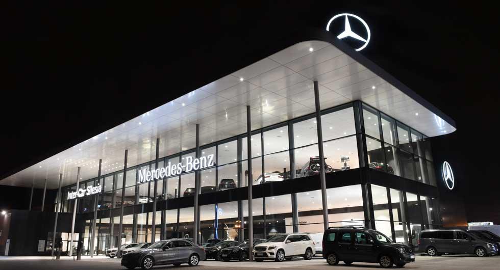 oprawy LED Beghelli w salonie samochodowym Mercedes