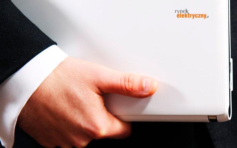 manager z laptopem
