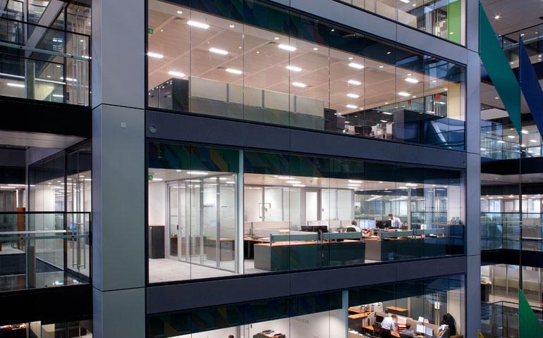 Oprawy oświetleniowe mogą zarządzać środowiskiem biurowym