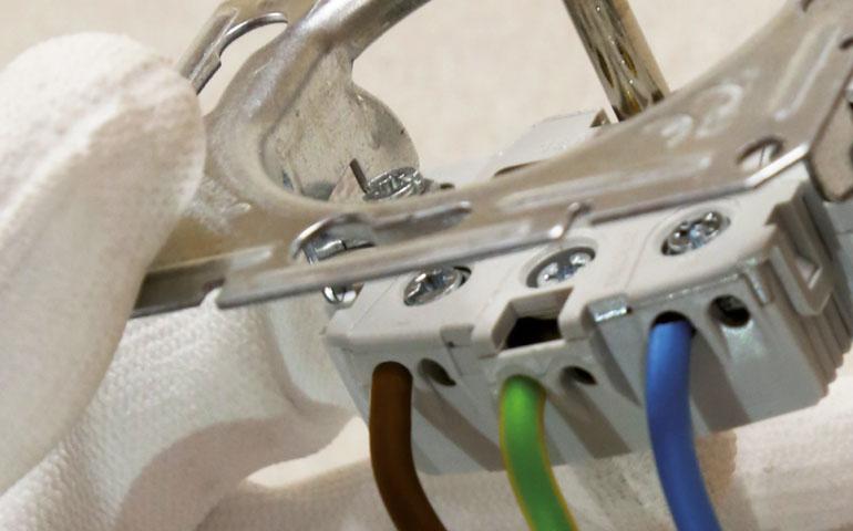 Żyła żółto-zielona pośrodku przewodu – praktyczne rozwiązanie dla instalacji elektrycznych