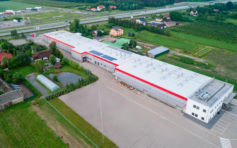 Instalacja fotowoltaiczna na dachu Helukabel Polska