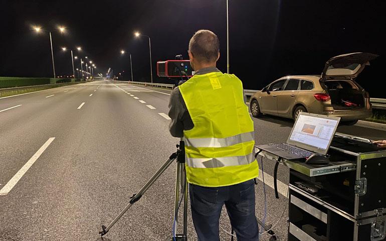 Jak poprawnie wykonać pomiar rozkładu luminancji na drodze?