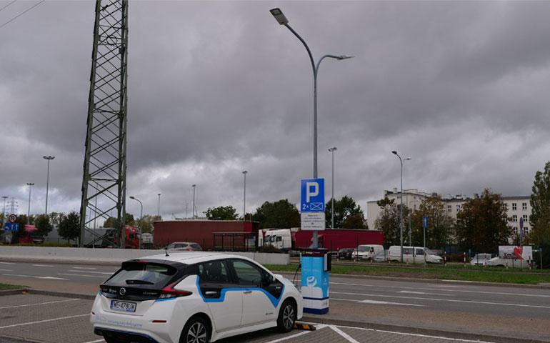 Pierwsza w Polsce stacja ładowania na słupie oświetleniowym