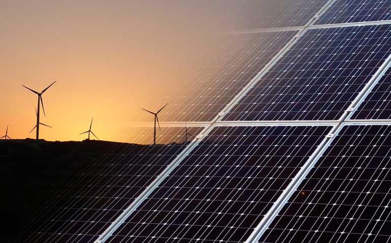 Tanie projekty wiatrowe są wypierane przez rozwijającą się fotowoltaikę – wyniki aukcji OZE