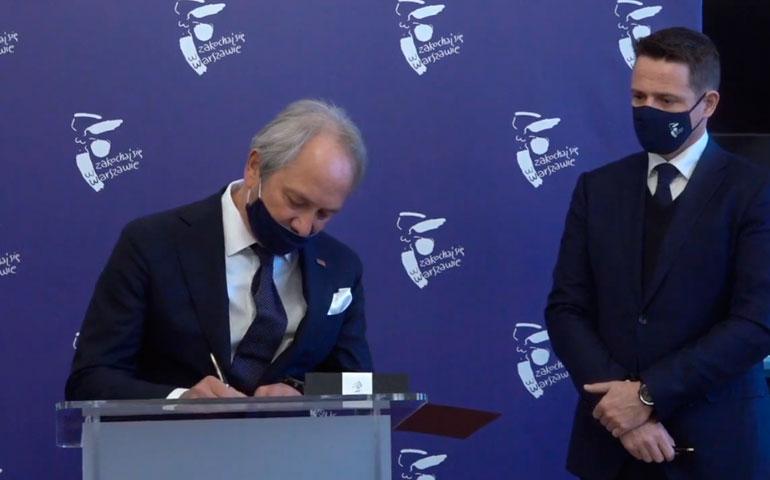 podpisanie umowy naoświetlenie Warszawy prezes Lug i prezydent Warszawy