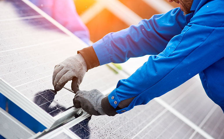Producent materiałów budowlanych tworzy grupę kapitałową na rynku PV